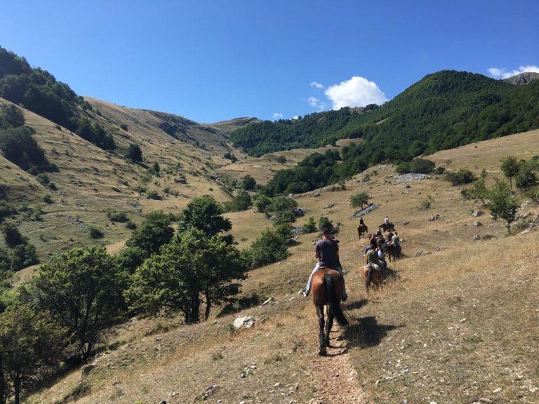 Passeggiata a cavallo nella Valle Scannese.