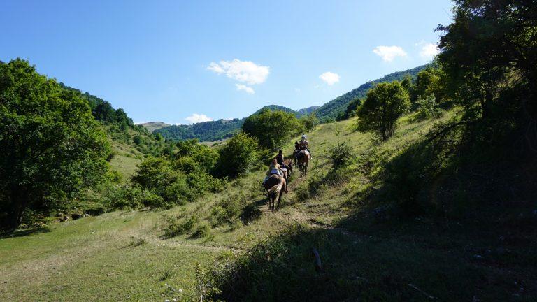 Trekking a cavallo nella Valle Scannese.